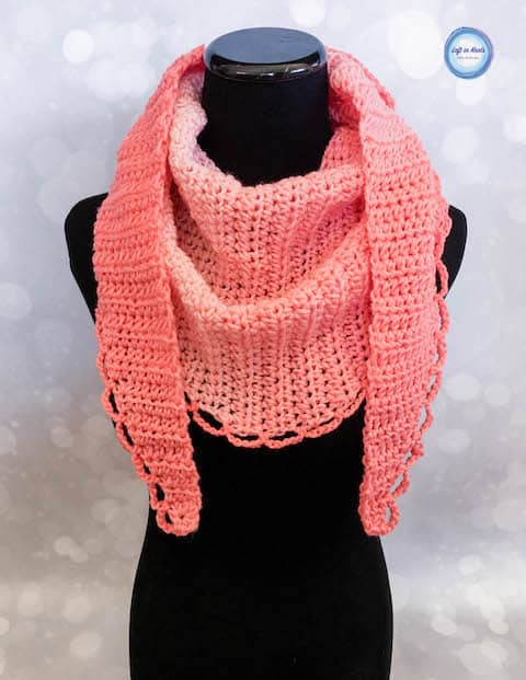 A feminine crochet yarn with a scalloped border
