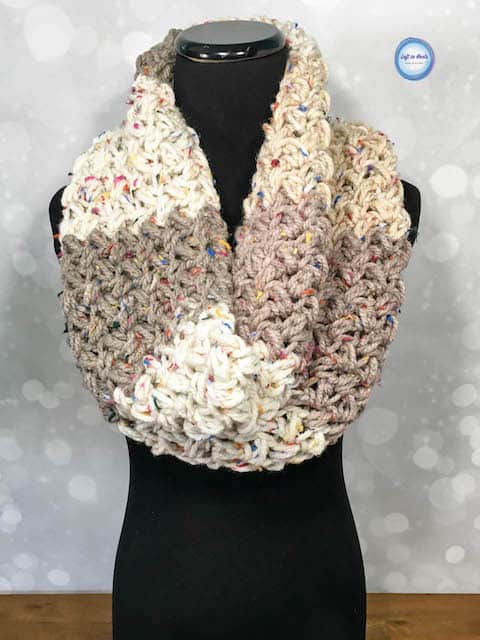 A chunky crochet cowl made with the bean stitch and one skein of yarn
