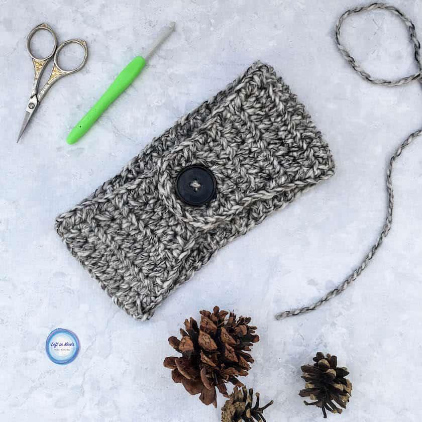 An easy crochet ear warmer made with bulky yarn