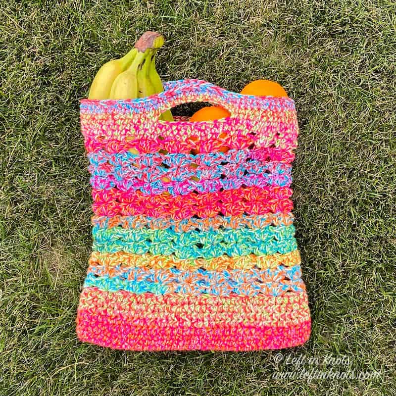 A fast and easy crochet market bag made with the iris stitch