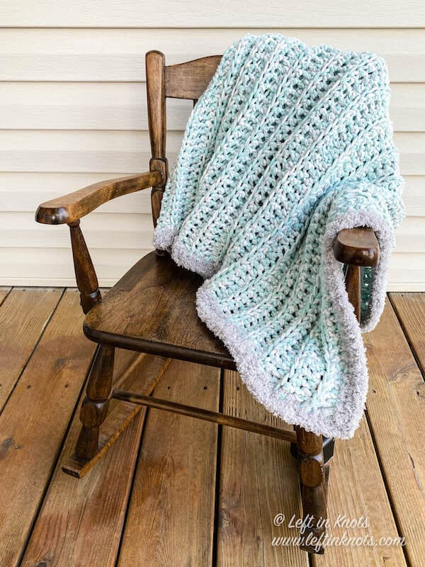 An easy HDC baby blanket made with chunky yarn